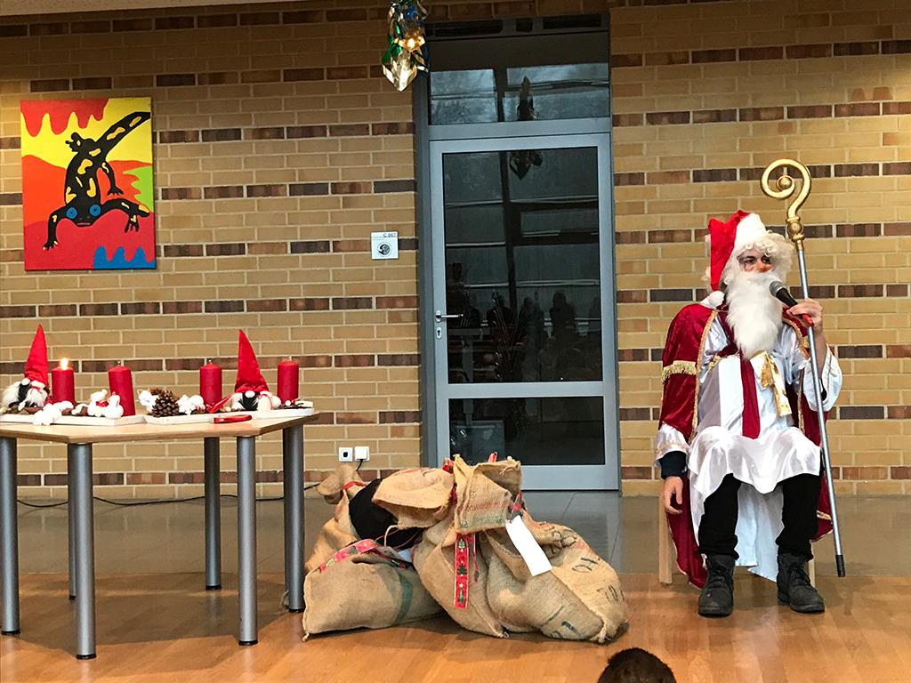 Der Nikolaus war bei uns in der Schule 2018